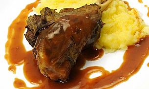 Ciolan de berbecut cu piure de cartofi si sos brun