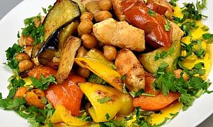 Pui la tigaie cu legume si naut
