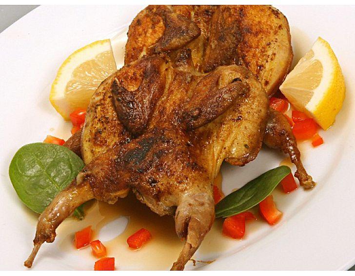 Prepelite cu sos de lamaie, curry si piure de cartofi (2buc)
