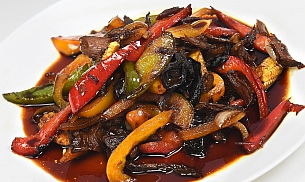 Rata la tigaie cu legume chinezesti si sos de soia