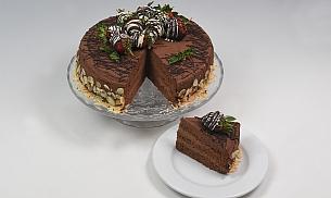 Tort de ciocolata cu fulgi de migdale si capsuni