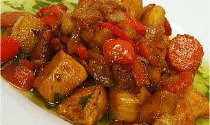Pui la tigaie cu legume si sos de curry